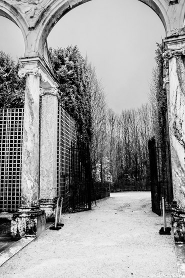 arches et treillis à une des sorties du bosquet de la colonnade