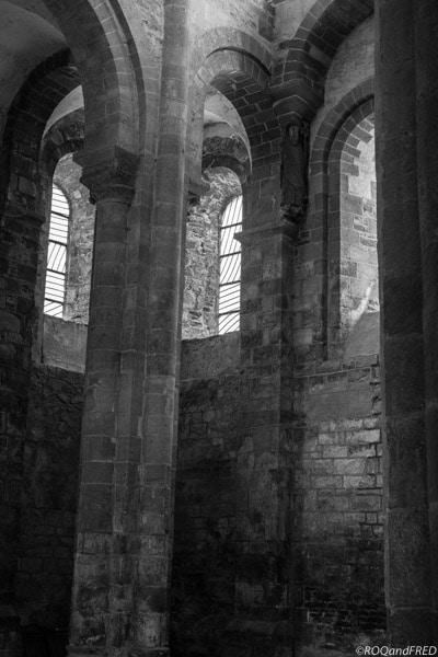 Conques : Abbatiale et vitraux modernes